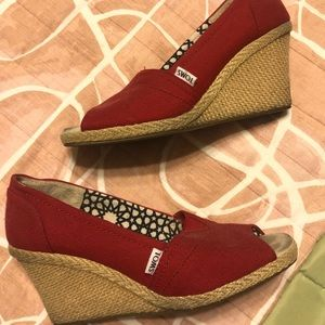 TOMS Classic Wedge Peep Toe Shoes
